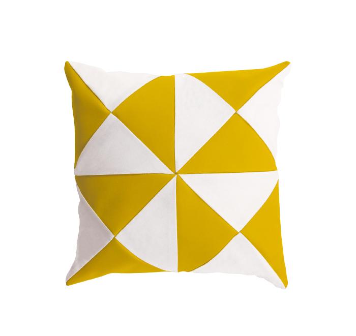 Coussin triangle curcuma/blanc