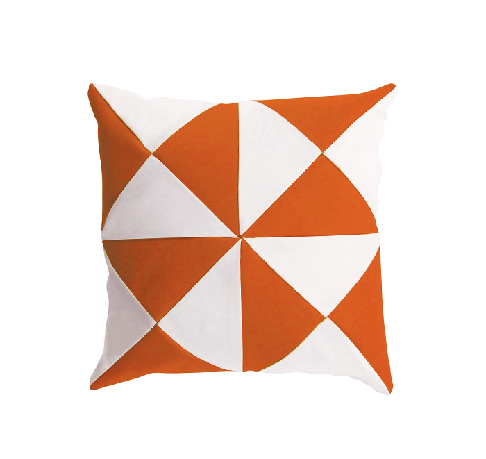 Coussin triangle orange/blanc