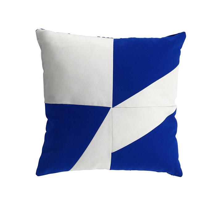 Coussin geometric bleu dur/blanc